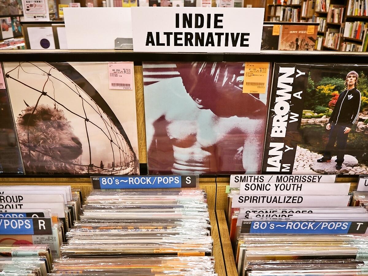 店内には専門スタッフやバイヤーが国内外から取り揃えた最新の新譜や注目再発盤までCD・レコードの新品商品が充実。 | ディスクユニオン ROCK in TOKYO